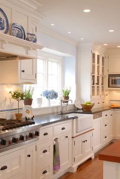 The 8 best benjamin moore paint colours for home staging for Kitchen designs jamaica