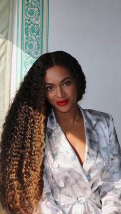 Beyonce Knowles Carter, Beyonce And Jay Z, Beyonce Black Hair, Beyonce Curly Hair, Beyonce Family, Estilo Beyonce, Beyonce Style, Britney Spears, Long Curly Hair