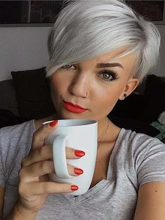 Browse here and discover the amazing ideas of supper cute pixie hair cuts of ladies to try in It is a best option to manage your fine hair even throughout your tough routine. Short Hairstyles Fine, Haircuts For Fine Hair, Short Pixie Haircuts, Pixie Hairstyles, Cool Hairstyles, Pixie Haircut Fine Hair, Short Pixie Bob, Hairdos, Corte Y Color