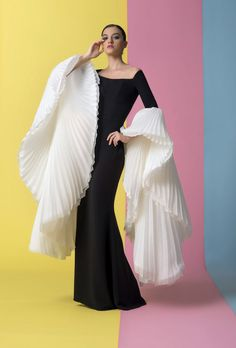 Wedding dress shop in Dubai & Lebanon for bridal gowns & evening dresses. Collections from the top wedding dress designers & bridal couture. Look Fashion, High Fashion, Fashion Design, Net Fashion, 1940s Fashion, Fashion Dolls, Trendy Fashion, Couture Fashion, Runway Fashion