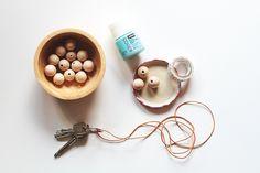 1 heure - 1 DIY / le porte-clé en perles de bois - petit-em