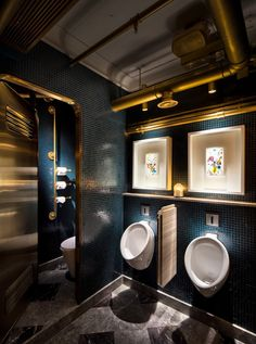 dark moody bathroom designs that impress - Restaurant Bathroom Design
