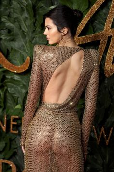 Kendall Jenner's left leg has arrived on the red carpet of the 2018 British Fashion Awards tonight in London, the model would like you to know. Jenner chose a very high slit gold mesh, long-sleeved column gown for the annual event. Kendall Jenner Mode, Kendall Jenner Photos, British Fashion Awards, Slit Dress, Sheer Dress, Sexy Dresses, Nice Dresses, Mode Glamour, British Style