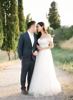 Pre Wedding Shoot in Tuscan Golden Fields Pre Wedding Shoot Ideas, Pre Wedding Photoshoot, Engagement Shoots, Poses, Film, Couple Photos, Couples, Tuscany, Wedding Dresses
