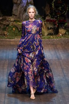 Dolce & Gabbana A/W '14/'15. Floral flowy purple dress, Runway fashion