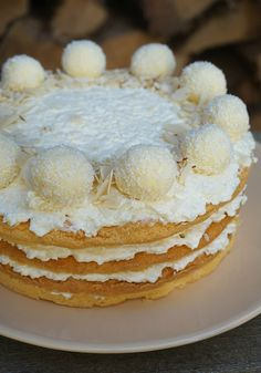 Nagyon szerettem régen a Raffaello-t, ez volt az egyik kedvenc édességem. Még nyáron el is készítet... Pancakes, Breakfast, Food, Morning Coffee, Meal, Crepes, Essen, Pancake, Hoods