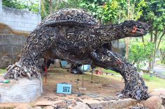 Indonesian artist Sumarsono, better known as Ono Gaf, create this sculptures…