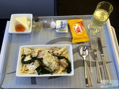 "Rindfleisch mit Artischocken an einer Fenchel Soße mit traditioneller Pasta ""Striftoudi"" aus Kreta - Check more at https://www.miles-around.de/trip-reports/business-class/aegean-airlines-airbus-a320-200-business-class-berlin-nach-athen/,  #A320-200 #Aegean #AegeanAirlines #Airbus #Airport #ATH #avgeek #Aviation #Berlin #BMW #BusinessClass #Flughafen #Lounge #LufthansaSenatorLounge #myDriver #Trip-Report #TXL"