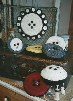 "Wooden Spool Designs ""Cute As A Button"" Penny Rug, Etc. Pattern"