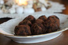 Karácsonyi trüffelgolyók cukormentesen - Anyaként is fitten Recipies, Cookies, Desserts, Food, Candy, Recipes, Crack Crackers, Tailgate Desserts, Deserts