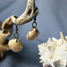 A very cute and easy way to turn your beach combing treasures in to wearable art.