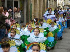 arc de sant Martí disfraz de arco iris con su sol y su lluvia con bolsa azul y verde | http://www.multipapel.com/subfamilia-bolsas-disfraces-educacion-infantil-pequenas.htm