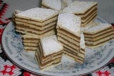 Hamis dobos, amilyen könnyen elkészíthető, olyan gyorsan el is fogy! Hungarian Cake, Hungarian Recipes, Gourmet Recipes, Sweet Recipes, Romanian Food, Little Kitchen, Creative Food, Cake Cookies, Caramel