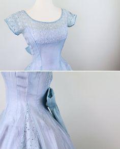 Sweetly feminine 1950s 50s dress.