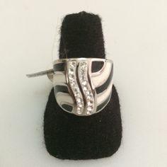 http://littlemich.com/wp-content/uploads/2015/03/IMG_3748-1024x1024.jpg Anillo Fashion Negro con Blanco #Joyería #Bisutería - http://littlemich.com/tienda/anillos/anillo-fashion-negro-con-blanco/