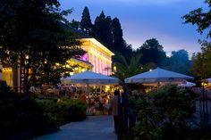 Das Kurpark-Meeting in Baden-Baden findet immer Ende August statt. Baden-Badener Restaurants bewirten vor dem Kurhaus und tolle Bands spielen in der Konzertmuschel. Nur ein paar Minuten vom www.hotel-am-sophienpark.de entfernt.
