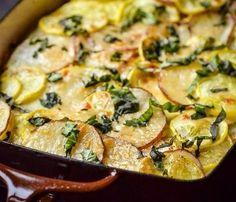 Perfektný nízkokalorický recept: Zapečené zemiaky s kozím syrom, ktoré majú iba 446 kalórií