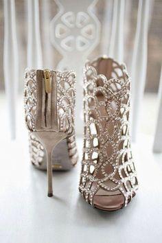 38 Absolutely gorgeous wedding shoes to buy | Lovika #heels #pumps #white #weddingshoes