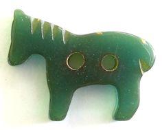 VINTAGE GREEN BAKELITE REALISTIC HORSE/PONY BUTTON