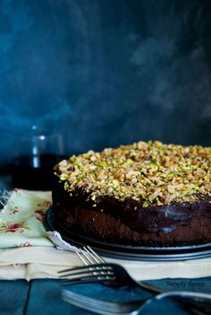 chocolate cheesecake with pistachios, (replace oreo & sub coconut palm sugar for sugar)