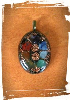 7 Chakras orgone pendant Resin Crafts, Resin Art, Healing Stones, Crystals And Gemstones, Jewelry Ideas, Alternative, Handmade Jewelry, Jewelry Making, Pendant