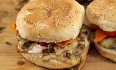 Συνταγή για ελαφρύ burger από τον Άκη Πετρετζίκη. Δείτε το video για να φτιάξετε τα πιο νόστιμα μπέργκερ | Subscribe @ Akis Petretzikis Official.