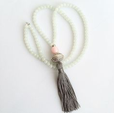 Long Tassel Necklace off white round glass por lizaslittlethings