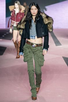 Fall 2020 Ready-to-Wear Fashion Show - Fall 2020 Ready-to-Wear Collection – Vogue - Fashion 2020, Runway Fashion, Fashion Trends, Germany Fashion, Fashion Show Collection, Models, Vogue Paris, Mannequins, Dsquared2
