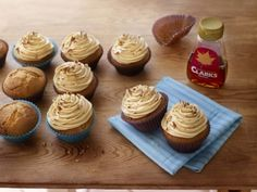 Maple and peanut butter cupcake recipe Butter Cupcake Recipe, Peanut Butter Cupcakes, Cupcake Recipes, Yummy Food, Tasty, Sweet Treats, Sugar, Baking, Fruit
