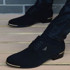italian mens shoes fashion black men's leather moccasin pointed toe classic men wedding shoes sapatos masculino Mens Leather Moccasins, Leather Men, Leather Jackets, Pink Leather, Men's Wedding Shoes, Wedding Men, Luxury Wedding, Wedding Dresses, Mens Fashion Shoes