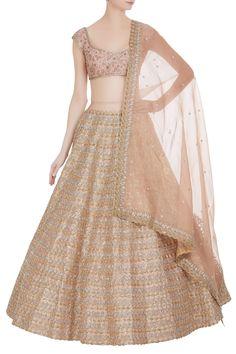 The latest Anushree Reddy 2018 Bridal Wear Collection has tons of pink shades, some ivory, greys and few traditional bridal lehengas. Indian Bridal Outfits, Indian Bridal Lehenga, Indian Designer Outfits, Pakistani Outfits, Indian Dresses, Eid Outfits, Gota Patti Lehenga, Lehnga Dress, Lehenga Choli