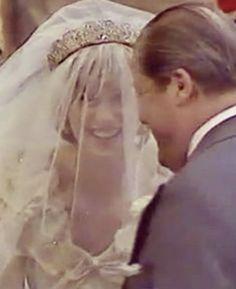 Lady Diana Spencer is all smiles with Dad at her wedding. Princess Diana Rare, Princess Diana Wedding, Princess Diana Pictures, Royal Princess, Princess Of Wales, Prince And Princess, Prince Harry, Lady Diana Spencer, Spencer Family