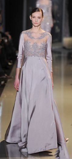 With springs arrival it is a perfect moment to have a glimpse at beautiful Elie Saab gowns presented at Paris Fashion Week in January. Stunning Dresses, Beautiful Gowns, Pretty Dresses, Elie Saab Spring, Elie Saab Couture, Style Couture, Couture Fashion, Net Fashion, Couture Dresses