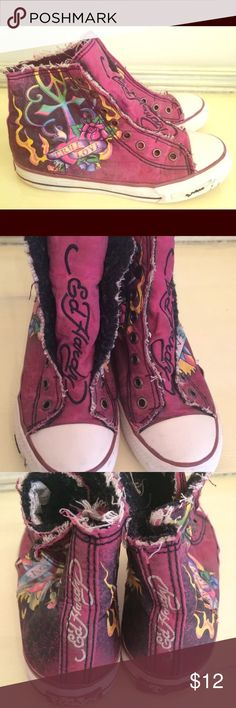 Girls Ed Hardy Hi Top Shoes Size 4 True Love Pink Here is a darling pair of Ed Hardy hi tops with Sherpa lining for youth girls size 4. True love theme in dark fuchsia. Comfy and adorable with snap closure. These have holes for laces but no laces included. There is wear to the print and upper rubber sole. Please see the photos. Lots of use left! Ed Hardy Shoes Sneakers