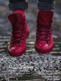 Marchons sous la pluie avec les nouvelles Converse en caoutchouc