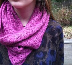 donutcowldoubled.jpg   I'm really liking the look of this cowl! I have some yarn that would look beautiful!