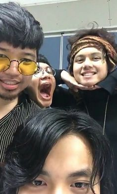 ang cute nila 😍 this make me smile Gabriel, King Of Spades, Clap Clap, Happy Pills, Handsome Faces, Retro Aesthetic, My Boyfriend, Make Me Smile, My Eyes