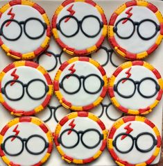 Harry Potter Torte, Harry Potter Treats, Cumpleaños Harry Potter, Harry Potter Birthday, Galletas Cookies, Iced Cookies, Cute Cookies, Sugar Cookies, Cookie Designs