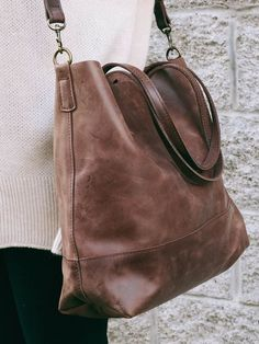 Abera Crossbody Leather Tote can be worn over the shoulder, or across your body, and is the idealsize to function as your work bag or as your everyday purse //