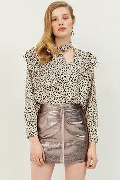 Gwen ShinyZipper Skirt . Discover the latest 2017 #fashion trends online at storets.com  #pinkshinyskirt #shineskirt #zipperskirt