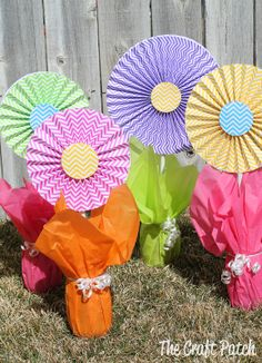 Cheerful, Cheap and Easy Paper Flower Centerpieces