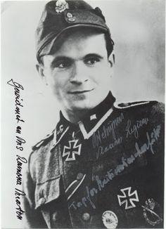 """Richard """"Remi"""" Schrijnen (24 Desember 1921 - 27 Juli 2006) Ritterkreuz (21 September 1944) : SS-Sturmmann dan Richtschütze 2./SS-Freiw.SturmBrig 6 """"Langemarck"""" Pangkat terakhir: SS-Unterscharführe"""