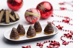 Včelie úliky z Margotky Ingrediencie 4 ks Margot 100 g + 125 g masla Czech Recipes, Desert Recipes, Christmas Cookies, Cookie Recipes, Tart, Waffles, Food And Drink, Pie, Sweets