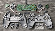 Deconstructed Gaming Controllers Reveal Gorgeous Old School Guts Wii, Nerd Decor, Video Game Decor, Things Organized Neatly, Exploded View, Software, Vintage Video Games, School Of Engineering, Medical Design