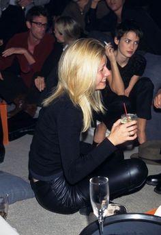 "winonaandwinoforever: ""leluxemannequin: "" Gwyneth Paltrow & Winona Ryder, 1997 "" Winona in the background lol "" Jane Birkin, Ali Michael, Jeanne Damas, Sophia Loren, Seinfeld, Celebrity Photos, Celebrity Style, Kate Moss, Matilda"