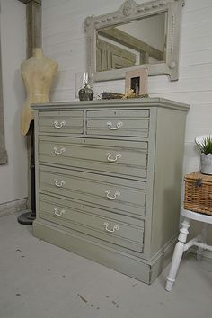This large antique chest of drawers has been painted in Rococo Blue created by mixing Annie Sloan D This large antique chest of drawers has been painted in Rococo Blue created by mixing Annie Sloan D Hair By nbsp hellip dresser makeover Shabby Chic Bedrooms, Shabby Chic Furniture, Vintage Furniture, Painted Furniture, Large Dresser, Large Drawers, Furniture Plans, Furniture Makeover, Diy Furniture
