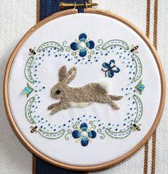 amazing hare. very cute / lievre mignon, j'adore les couleurs et les détails des abeilles.