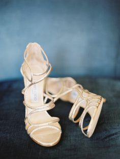 Gold shoes: http://www.stylemepretty.com/illinois-weddings/chicago/2015/04/01/elegant-chicago-wedding-at-the-newberry-library/ | Photography: Britta Marie - http://brittamariephotography.com/