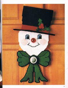 Plastic Canvas Ornaments, Plastic Canvas Crafts, Plastic Canvas Patterns, Snowman Crafts, Fall Crafts, Christmas Crafts, Christmas Town, Xmas, Canvas Door Hanger
