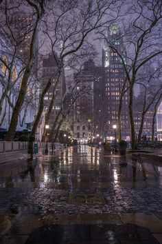 Bryant Park During the Rain - Magical New York in the Fog - New York at Night - New York City Photography Night Aesthetic, City Aesthetic, Travel Aesthetic, New York Life, Nyc Life, Voyage New York, City Vibe, Bryant Park, City Wallpaper